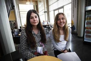 Madeleine Kjällström och Joanna Lundstam var två av drygt 500 gymnasielever som besökte Campus Östersund i dag.