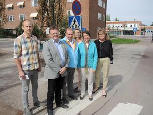 Redan inför valet 2014 krävde dåvarande oppositionen i landstinget en utredning om nystart av BB i Mora. Från vänster - Nils Österström (FP), Clas Jacobsson (M), Lena Reyier (C), Birgitta Sacrédeus (KD), Jan Wiklund (M) och Lisbeth Mörk-Amnelius (DSP).