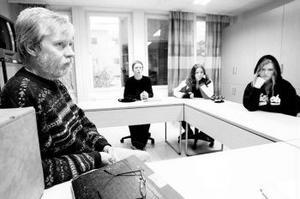 Specialläraren Åke Bergius och eleverna Lars Elmén, Ellenor Kappinen och Ellinor Björk pratar om hur viktigt det är med specialundervisning.
