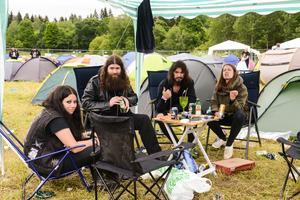 Ewe Daun, Niklas Borg, Karlo Martinovic och Helena Falk laddade på campingen.
