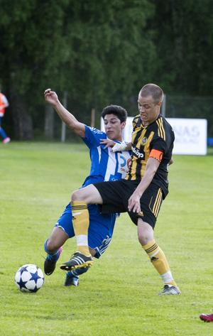 Oscar Wallén Ljunggren blev utvisad efter två gula kort.