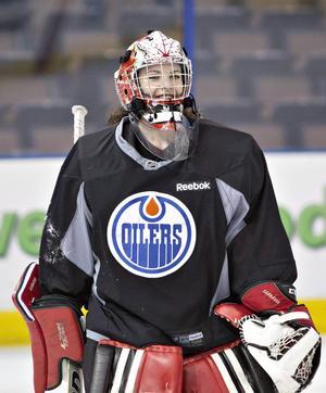 Shannon Szabados har tränat med Edmonton Oilers i NHL och spelat med män i den amerikanskla ligan SPHL.