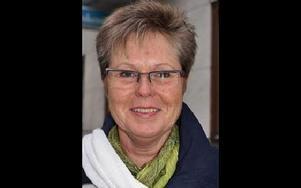 Kerstin Larsson 57, Rättvik:-- Jag skulle inte klara av det själv. Men många äldre kör både si och så. Reaktionsförmågan försämras nog.