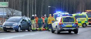 Polis, ambulans och räddningstjänst var på plats vid riksväg 50 efter olyckan.