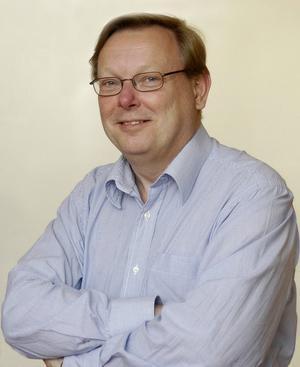 Lars Magnusson, professor i ekonomisk historia vid Uppsala universitet, menar att det bara är de högst specialiserade industrijobben som kommer att finnas kvar i Sverige.