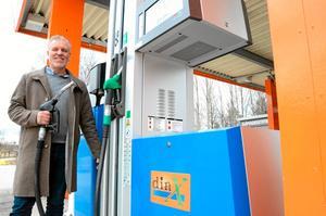 Öppnar bensinmack. Och snart även en Mekonomen-butik i Kopparberg. Jimmy Hoppe fortsätter att satsa i Ljusnarsbergs kommun.