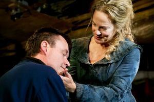 Stark roll. Kajsa Linderholm ger Agneta Horn karaktär i Stadra Teaters föreställning