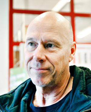 Stefan Lagerquist, kyrkovaktmästare, 57 år, Gävle.– De är hit och dit och experimenterar med allt. Till exempel med de utförsäkrade. I stan tänker de stänga av och tar i ordentligt. De kunde ha provat med någon gata, till exempel vid Stortorget och inte där folk ska gå och handla.