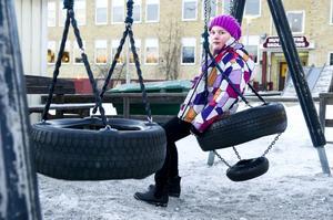 Elvaåriga Ebba Byström tycker att kommunen borde satsa mer pengar på skolan.