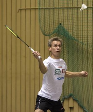 Med minsta möjliga marginal vann Stefan Grahn sin singel mot Team HB:s Stefan Gunnarsson och fixade segern till Helsinge Team.