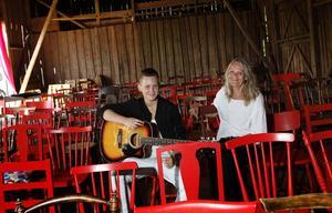 Linni Barresjö och Siv Rohlin är redo för Sättralundsfesten.