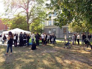 Mellan klockan 12 och 13 på lördagen genomfördes en solidaritetsmanifestation utanför Migrationsverket.