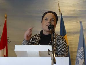 Marie Larsson (S) höll tal.