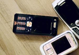 Krigsrisk. Råvarorna i mobiltelefoner kan leda till rovdrift och krig.foto: lina martinsson
