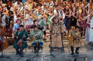 Svänggäng. Folkmusikerna med mongoliskt ursprung från Kina uppträder på Ethno konserten.