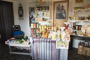 I stugdelen av huset driver Marie en fairtradebutik för JIDCA.