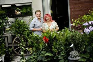 Grön stad. Trädgårdskreatör Fredrik Gustafsson och frisören och trädgårdsentusiasten Louise Holmkvist flyttar gärna in grönskan i stadsbilden.