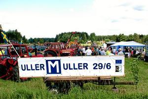 Första mullret. Traktorträffar drar folk. Lördagens i Ullersäter var inget undantag.Foto: Privat