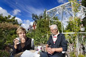 Monicas och Karl-Eriks trädgård är skapad med eftertanke. Rådet till andra är att skapa en skiss och fundera ut vilka funktioner som behövs. Hur många sittplatser behöver du, hur lyser solen, var vill du skapa skugga och behöver du en plats där det är lä.