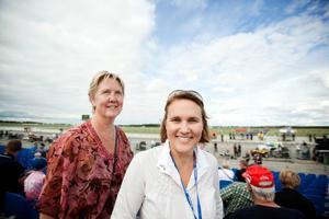 Östersunds turistchef Camilla  Olsson och Airport race Östersunds styrelseordförande Helen Olausson var på plats i går för att hålla ett vakande öga på det evenemang som båda hoppas ska bli en publikmässig succé.