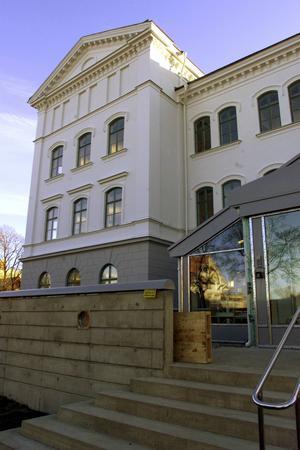 Det är bland annat hit till regionkontoret som de nya gardinerna ska köpas in.