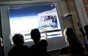 När klassen återfick sina teckningar följde det också med en film på hur rymdfärden gått till och hur det såg ut när klassfotot hälsade på i yttre atmosfären. Klassfotot hade dock blivit glömt att återskickas till klassen.