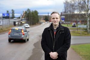 Företagarna på Ingarvet är oroliga över trafiksituationen som råder i området. Nu har företagen gått ihop och gjort en skrivelse som skickats in till kommunen med förslag om åtgärder. Tobias Lundberg (bilden) hoppas att kommunen snabbt ska sätta sig in i problemen och agera.