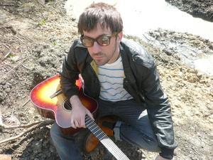 Blur-gitarristen Graham Coxon är tillbaka - både hos Blur och med ett nytt soloalbum.