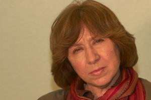 Svetlana Aleksijevitj har inventerar det Sovjet som var,  och det Ryssland det blev. Hon låter mängder av mäniskor komma till tals. Vad hände med drömmarna om idealsamhället? Boken tog henne 20 år att skriva.