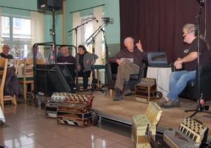 Bo Gäfvert, till vänster, och Leffe Jonsson framförde ett intressant och varierat program om dragspelslegenden Ragge Sundqvist.