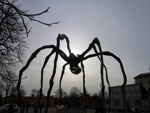 Louise Bourgeois spindelmonster regerar världen.   Foto: Bodil Juggas