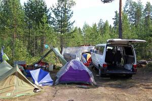 Bilden är tagen i ett läger med bulgariska bärplockare nära Tönnebro i Hälsingland, vilket är likartat med det som nu finns i Hoting.