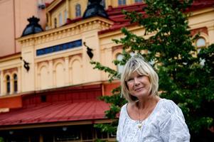 Ann-Louise Hanson har varit i nöjesbranschen sedan 1959. Nu spelar hon katten Jennyanydots i