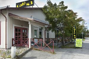 Café 83 i Kilafors slår igen portarna. Redan i morgon serveras den sista lunchen. Men fastighetsägaren Gunnar Engman räknar med att tidigast den 1 december ha nya arrendatorer på plats.
