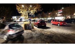 Kommunstyrelsens utvecklingsutskott säger nej till gratis parkering i centrum. Foto: Staffan Björklund