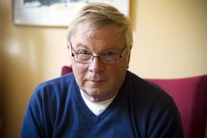 Per-Ola Bergström säger att många som söker hans hjälp inte mäktar med att öppna posten.