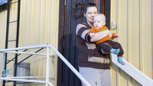 Camilla Vitchi är föräldraledig med sonen Eddie. Hon tycker att det är klokt att det inte ska deponeras radioaktiv slagg i Kallmorberget.