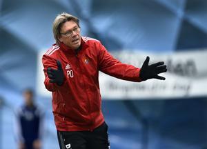 Pelle Olsson har plötsligt inget tränarjobb längre. I en intervju med Sporten berättar han om känslorna kring det – och sina tankar om att någong gång framöver komma tillbaka till Gefle IF.