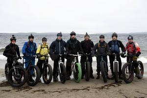 Nio cyklister trotsade vädret och deltog i Global fatbike day 2015.
