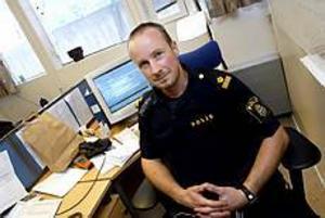 Foto: NICK BLACKMONYttre befäl. Därmed har Peter Hultqvist nytta både av utbildningen om trauma och stress och träningen för arbetsledare (som bland annat             innehöll rollspel) att ha avlastningssamtal.
