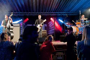 När JLT John Lindberg trio började spela växte publiken snabbt.