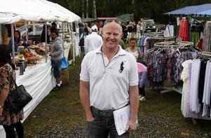 Festivalgeneralen Nicklas Norberg berättar att två tuk-tuk (mopedtaxi, reds anm.) ska fraktas in för en utställning.