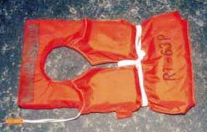 Många flytvästar var tomma när de väl hittades i vattnet vid förlisningsplatsen.