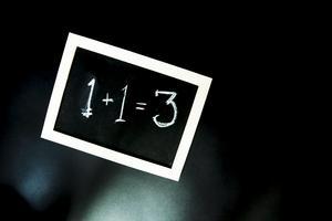 Svårt med matten. Västerås niondeklassare var inte så duktiga på matematik som betygen anger.