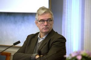 Anders L Johansson fick alltså sparken som landstingsdirektör.