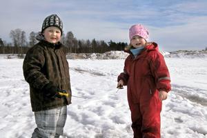 Syskonen Jonathan och Emilia Hälsing började dagen med att sammanlagt dra upp 13 fiskar, var av 10 för Emilia som segrade i den yngsta klassen.