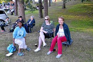Fans. Linda Andersson, Mikaela Öhlin och Birgitta Öhlin var där för att stötta familjemedlemmen Kent Öhlin som spelar i Chippis.
