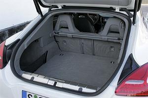 Alla åkande kan ta med sig var sin 100-litersväska. Med ryggstöden fällda lastar Porsche Panamera mer än 1,2 kubikmeter.