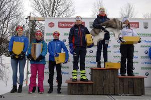 Damernas prispall i Bruksvallarna. Från vänster: Sexan Stina Nilsson, femman Anna Haag, fyran Sofia Bleckur, trean Ida Ingemarsdotter, segraren Emma Wikén och tvåan Charlotte Kalla.