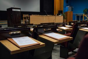 Foto: Julia Engström. Genrebild.  En tom stol innebär att ett parti har färre representanter i fullmäktige än vad valresultatet egentligen gett dem.